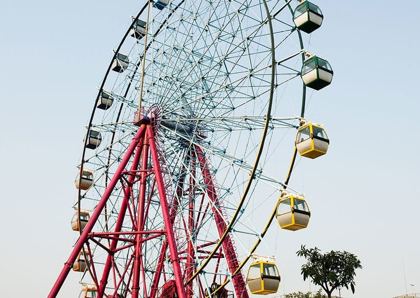 amusement park ferris wheel high wind risk control